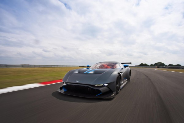 Aston-Martin-Vulcan-17.jpg
